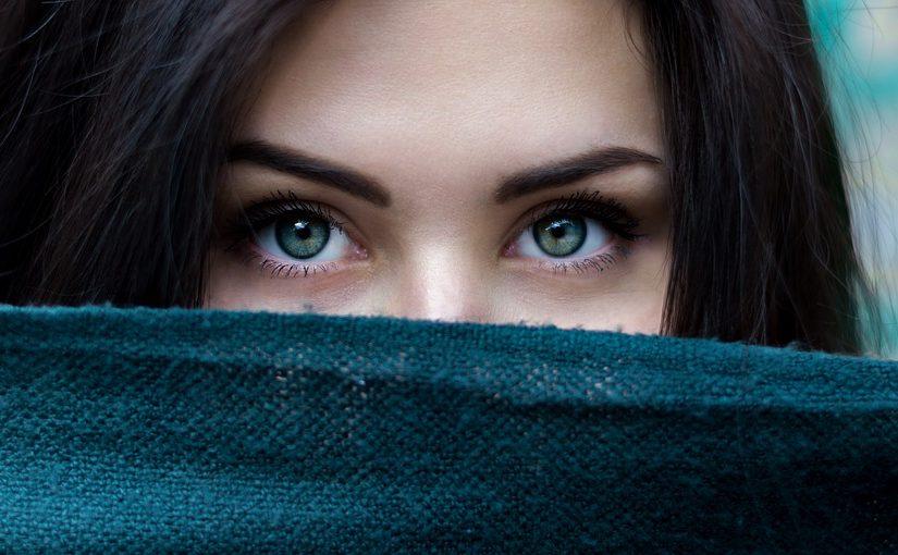 Kiedy zacząć stosować krem pod oczy?