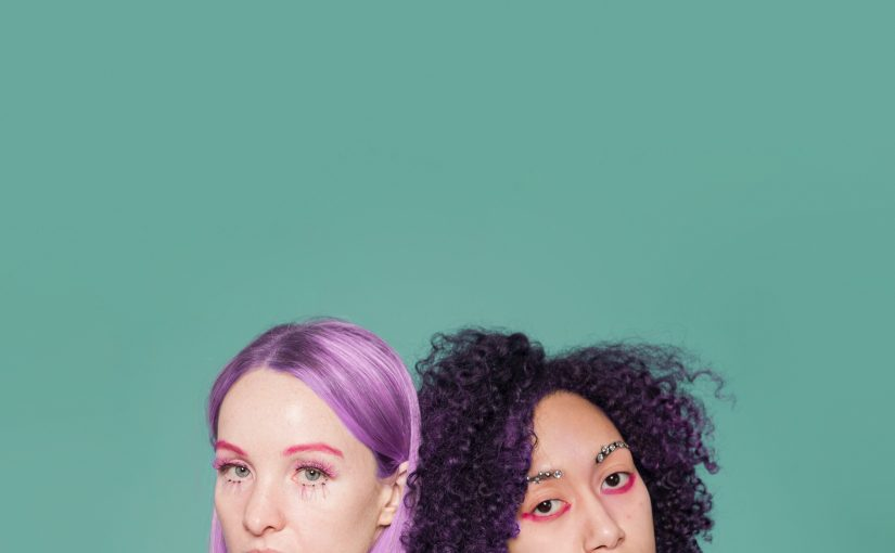 Fioletowa farba do włosów – jak pofarbować i utrzymać piękny kolor?